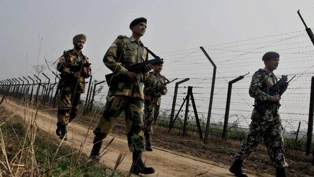 army convoy, jammu and kashmir, kupwara, India, pakistan, army, militants