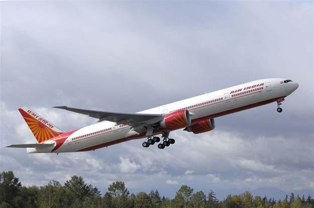 Air India, Boeing 777, aircraft engine, black fumes, technical glitch, NewsMobile, Delhi airport, India