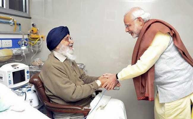 PM Modi Meets Punjab CM Parkash Singh Badal in hospital