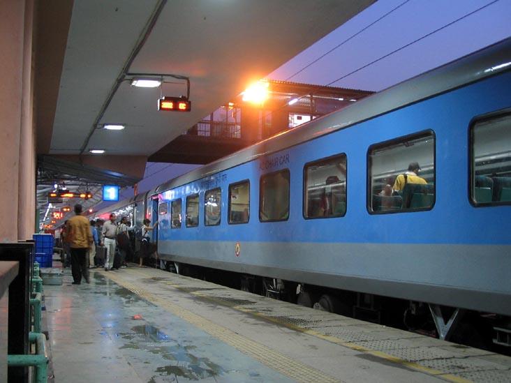 Coaches, Train, Bogi, Premium trains, missing, NewsMobile, Mobile News, Ranchi, India, Railways