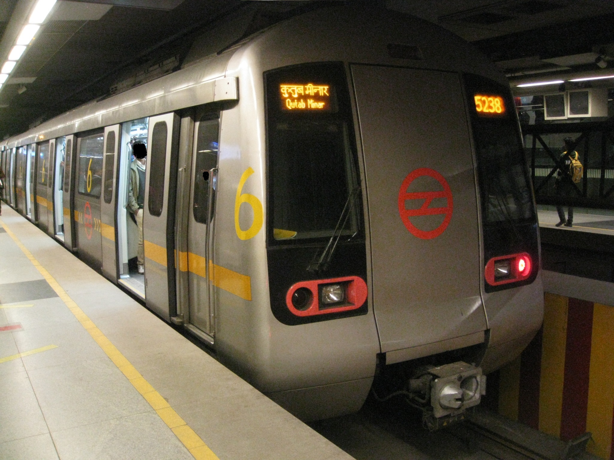 Man commits suicide by jumping in front of Delhi Metro