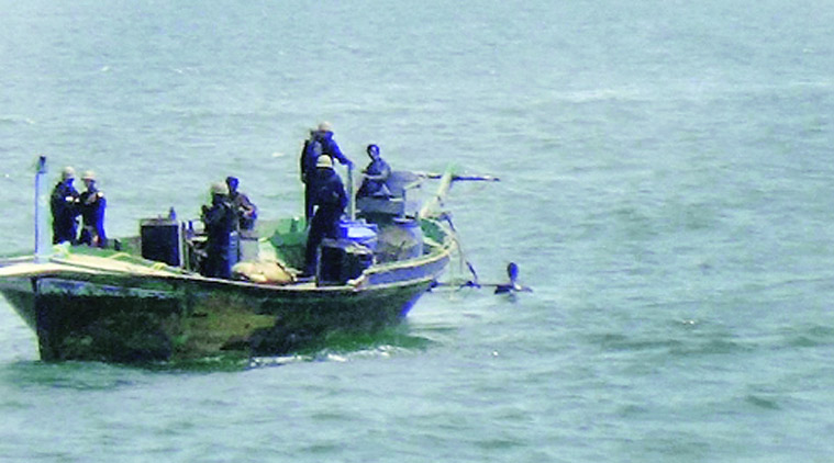 Indian Coast Guard , Gujarat coast , Pathankot sector, International Border, Punjab's Pathankot , Pakistani boat, BSF troops, River Ravi,