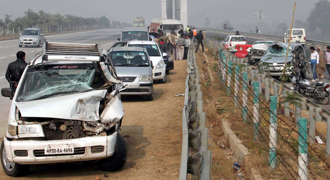 Fog, 20 vehicles, pile-up, cresh, Yamuna Expressway, injured