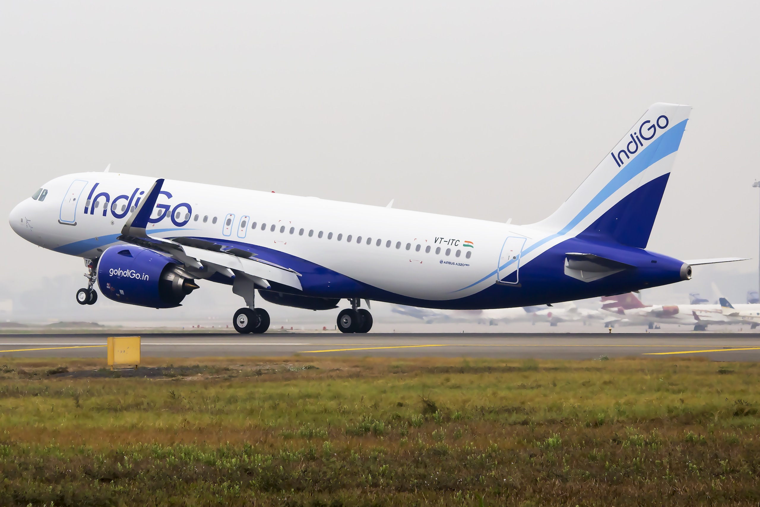 IndiGo, staff, accused, threatening, group, passengers, India, NewsMobile, Mobile News, Patna, India