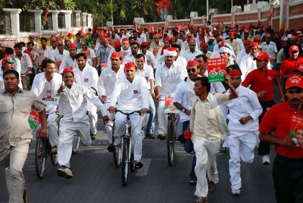 Battle for States: Akhilesh to ride 'Cycle' in UP Polls