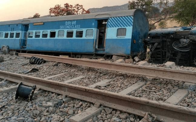 UP Health Minister, Siddharth Nath Singh, Jabalpur-Nizamuddin Mahakoshal Express, Uttar Pradesh, Yogi Adityanath, Mahoba, Kupahar stations, 38 passengers, Uttar Pradesh