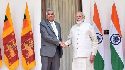 PM Modi Meets Sri Lankan PM