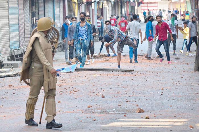 300 WhatsApp groups, WhatsApp groups, WhatsApp, stone-pelters, Kashmir,
