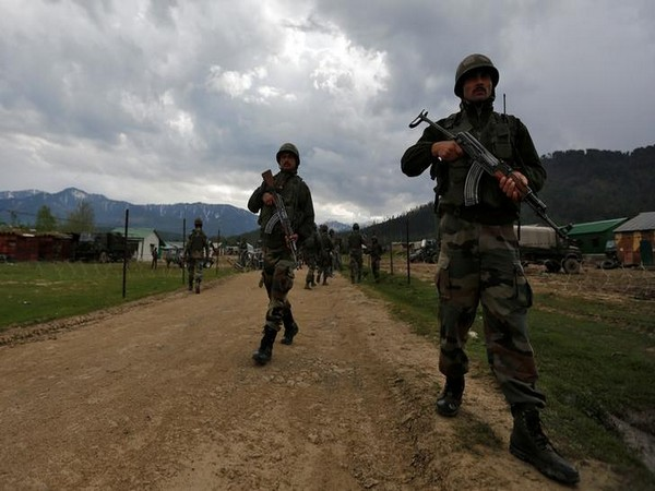 Intruder, shot dead, BSF, infiltration bid, Jammu and Kashmir, NewsMobile, Mobile News, India