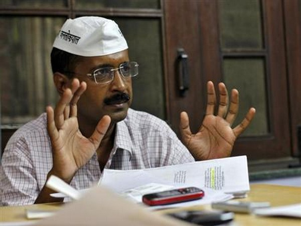 Delhi, Chief Minister, Arvind Kejriwal, Tweet, Manoj Tiwari, Vivek Tiwari, Murder, NewsMobile, Mobile News, India