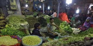 Retail inflation, November, 4.88%, Business, NewsMobile, Mobile News, India