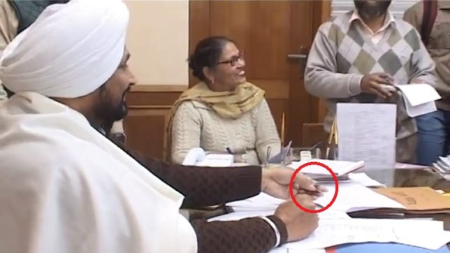 Punjab minister, toss, coin, officer, Charanjit Singh Channi, NewsMobile, Mobile News, India