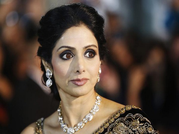 Sridevi, Body, Handed, Family, Dubai, Boney Kapoor, Case, Death, NewsMobile, Entertainment, Mobile News, India