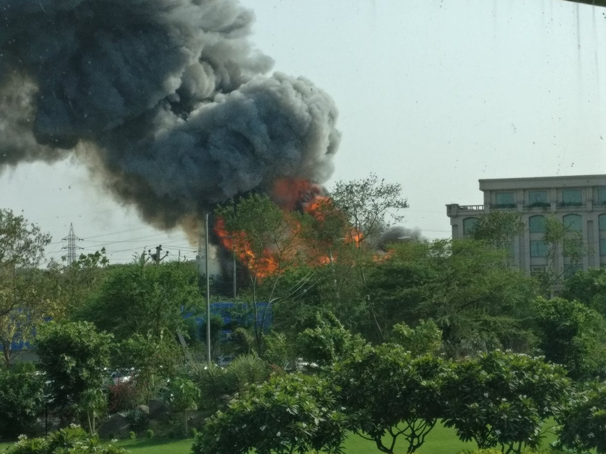 Fire, grand, hotel, vasant kunj, New Delhi, NewsMobile, Mobile News, India