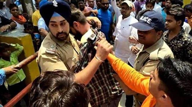 Sikh cop, social media, hero, save, muslim man, mob attack, Uttarakhand, Dehradun, NewsMobile, Mobile news, India