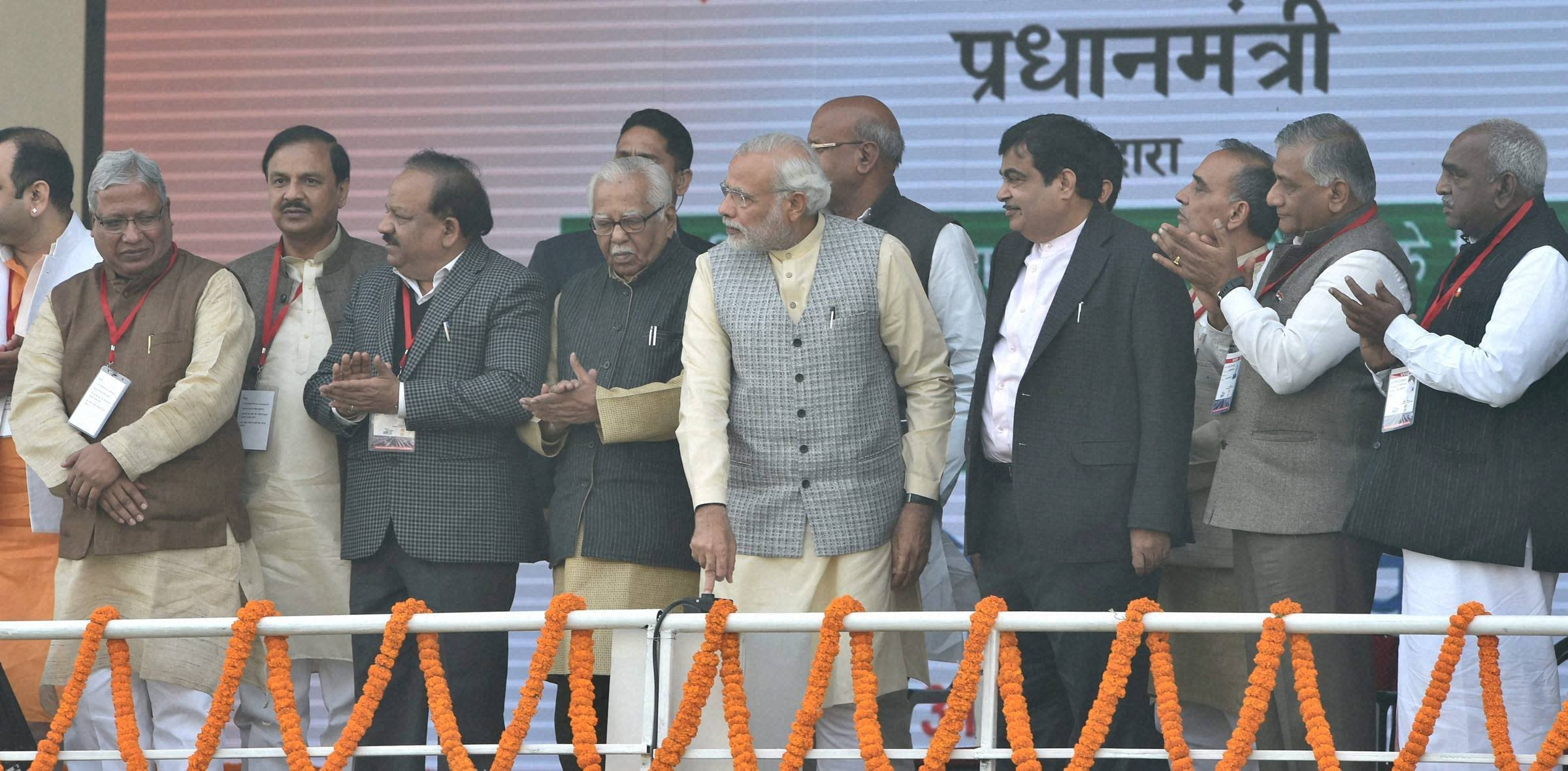 PM Narendra Modi,Delhi-Meerut Expressway,Eastern Peripheral Expressway,Nitin Gadkari,Meerut,Electronic Toll Collection,Baghpat, Modi Roadshow,Union Transport Minister,