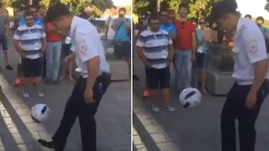 FIFA Fever, Russian Police, officer, stun, fan, football, skills, FIFA, World Cup, 2018, NewsMobile, Sports, Mobile news, India