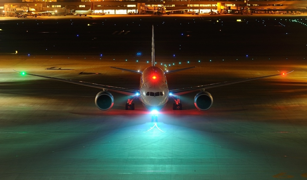 Do aircrafts really have head lights?