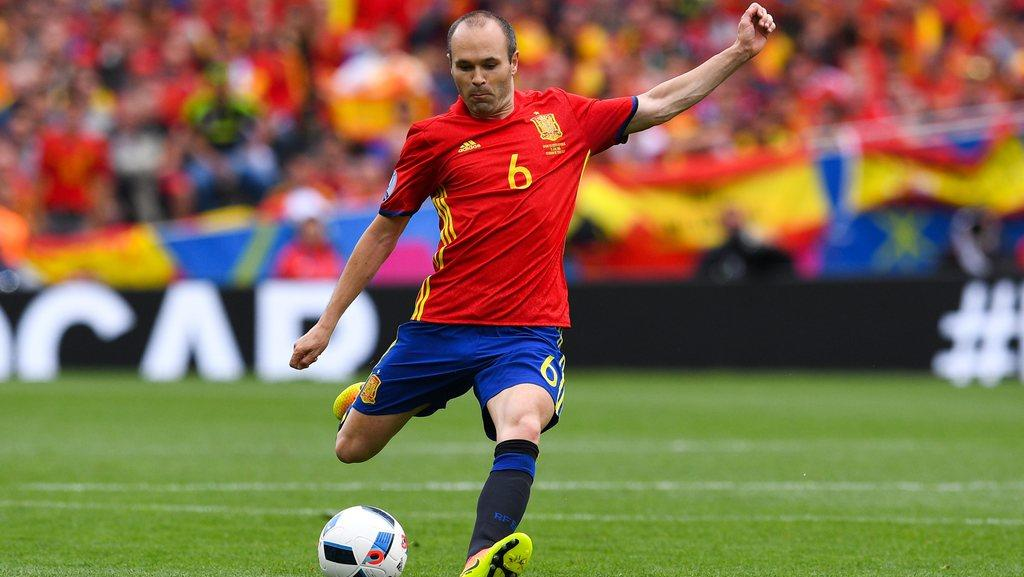 Andres Iniesta, decide, Spain, future, World Cup, Fifa, Newsmobile, Mobile News, India, Football, Fifa,