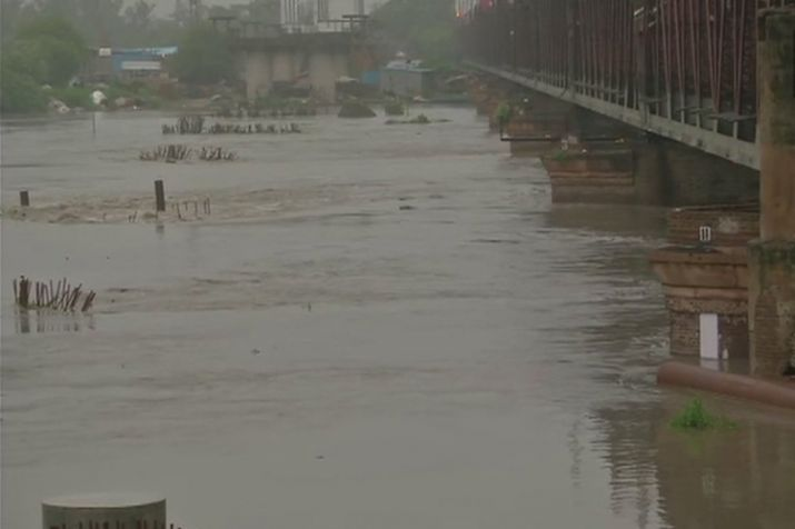 Delhi Rains, Yamuna, danger level, City Scape, NewsMobile, Mobile News, India, Rain, flood, MeT Department, New delhi