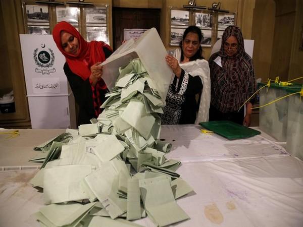 Pakistan, Polls, Imran Khan, PTI, counting, NewsMobile, Mobile News, India,