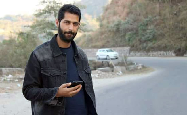 Jammu and Kashmir, Police, constable, abducted, terrorists, dead, Kulgam, Javaid Ahmad Dar, NewsMobile, Mobile news, India