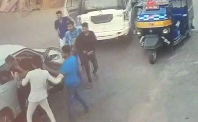 WATCH, Rajasthan, minister, son, involved, road rage, thrashes, driver, blocking, NewsMobile, Politics, Jaipur, Mobile news