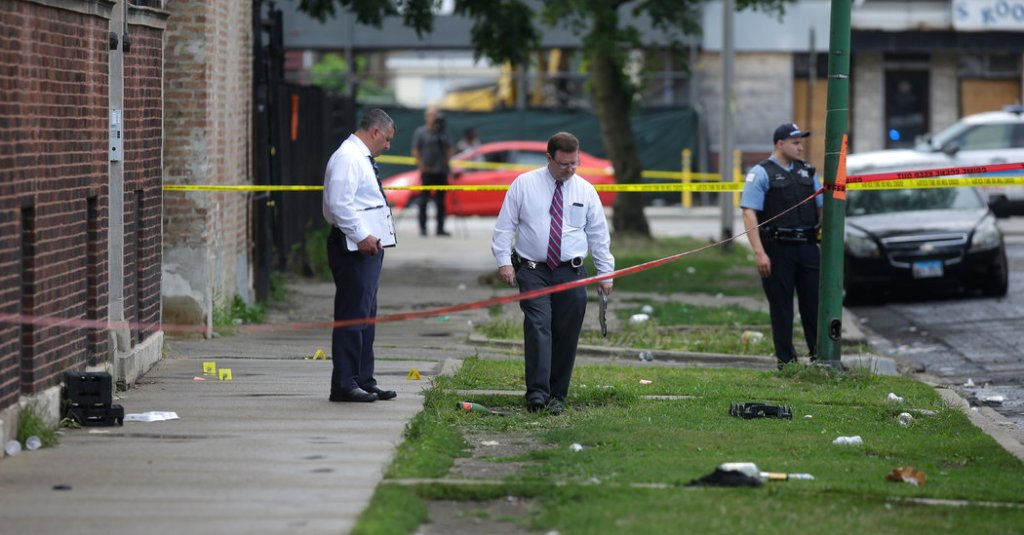 11 killed, dozens, wounded, Chicago, shooting, World, NewsMobile, Mobile News, India