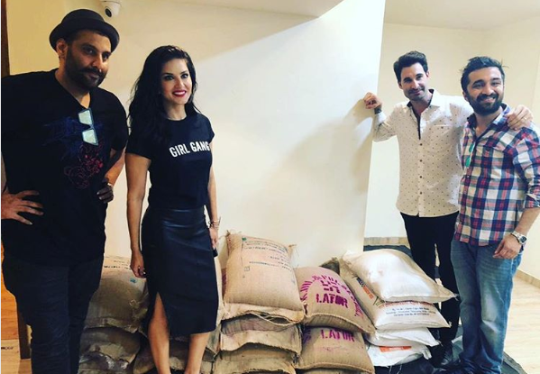Sunny Leone, contribution, Kerala, flood, victims, donates, 1200 kg, food, NewsMobile, Mobile news, India