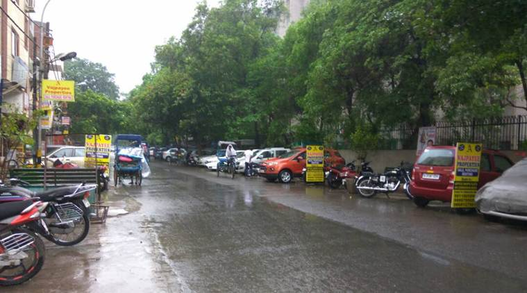 Moderate rainfall lashes Delhi NCR