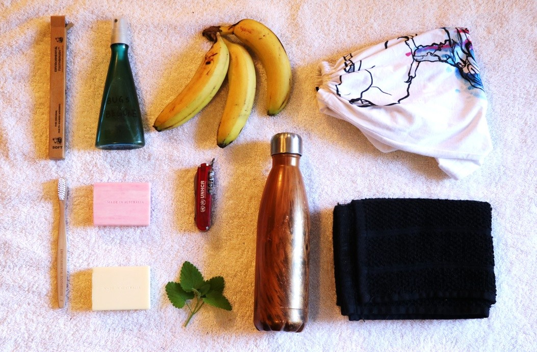 5 simple hacks to eliminate plastic while travelling