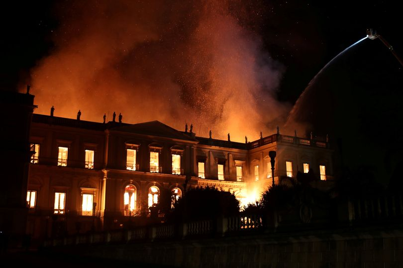 Massive, Fire, Brazil, 200 year, Museum, 20 million, 2 crore, items, NewsMobile, Mobile News, India, Rio