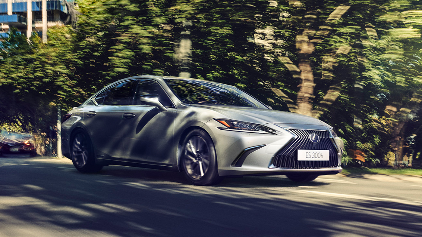 Lexus, ES 300h, India, Launch, Auto, Toyota, Car, Hybrid, Sedan, NewsMobile, Mobile News