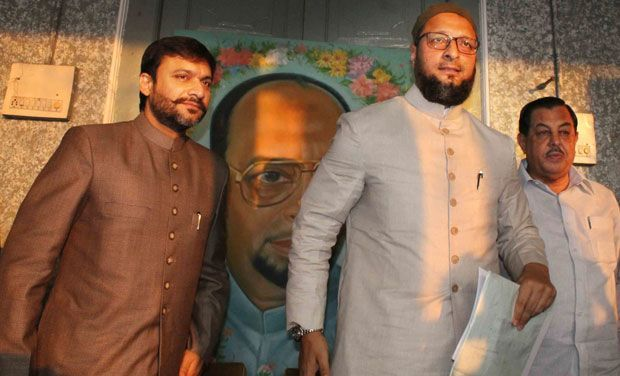 Kumaraswamy, CM, Asaduddin Owais, brother, Akbaruddin Owaisi, POlitics, Chandrashekhar Rao, All India Majlis-e-Ittehad-ul Muslimeen, AIMIM, NewsMobile, Mobile News, India, Politics