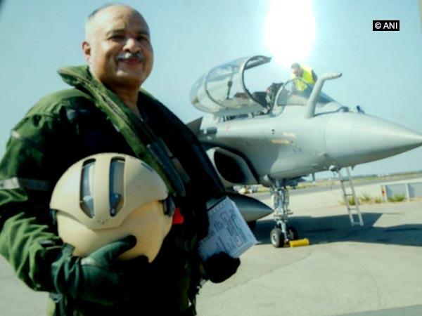 IAF, deputy chief, test-flies, Rafale, fighter jet, Air Marshal, Raghunath Nambiar, NewsMobile, Mobile News, India, Air Force