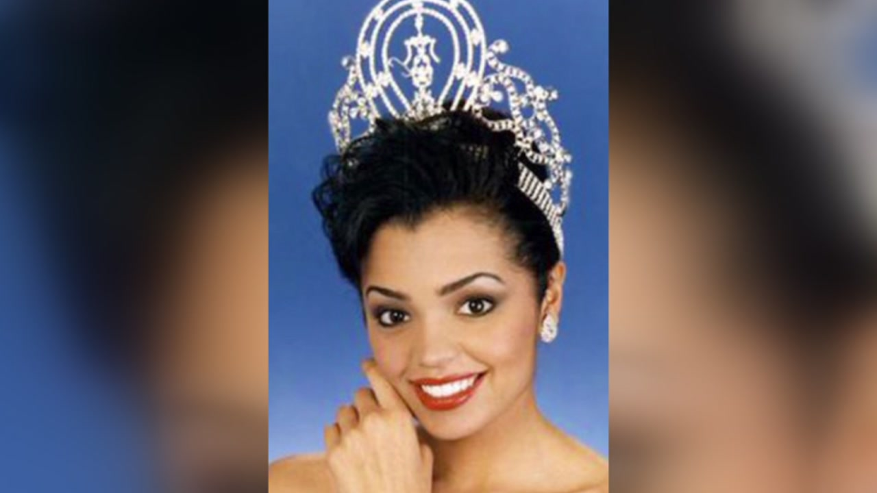 Former Miss Universe Chelsi Smith passes away