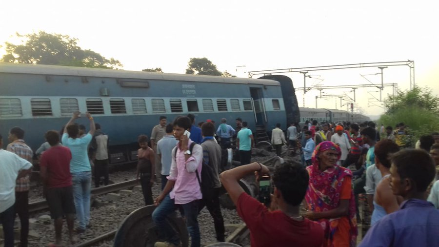 Five dead, several, injured, train, derails, Raebareli, NewsMobile, Mobile News, India, City Scape, Uttar Pradesh