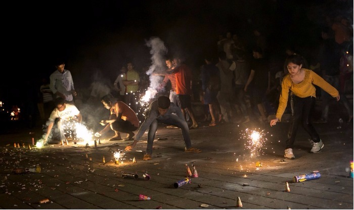 Chandigarh imposes a partial ban on fire crackers this Diwali