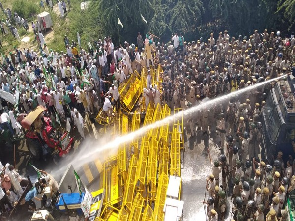 Police, tear Gas, water cannon, protest, farmers, New Delhi, Ghaziabad, Uttar Pradesh, Delhi, UP, Border, NewsMobile, Mobile News, Chief Minister, Arvind Kejriwal