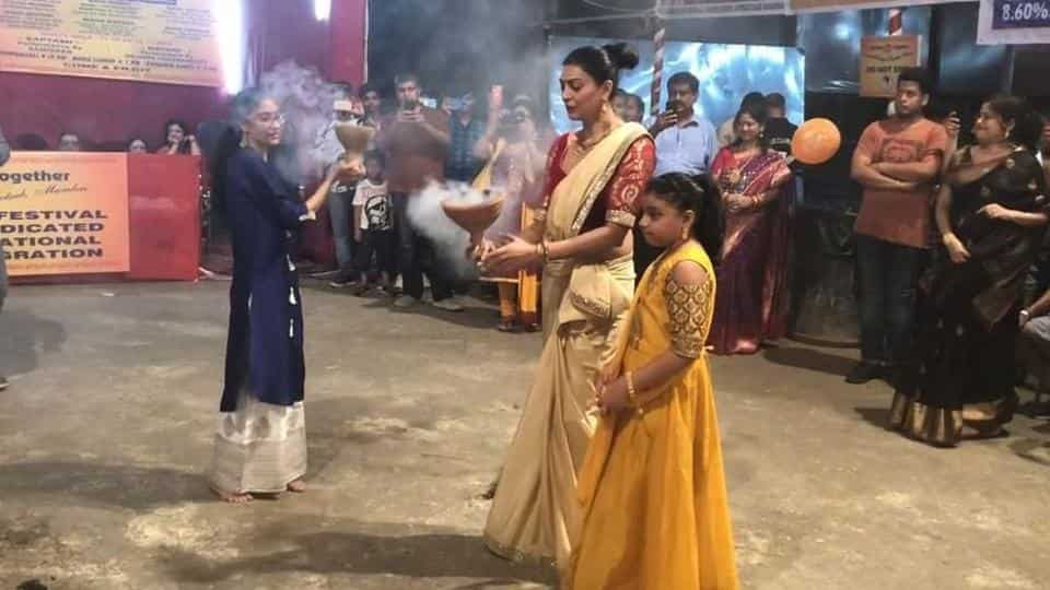 Watch Sushmita Sen's electrifying Durga Puja dance with daughters