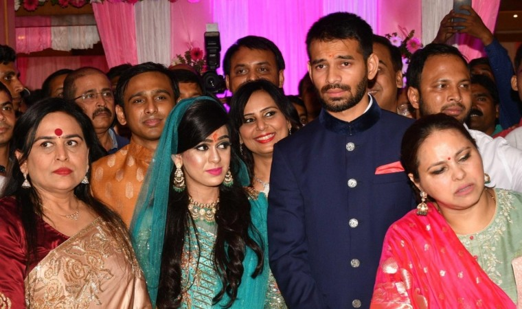 Lalu Yadav, son, Tej Pratap, files, divorce, six months, marry, Aishwarya Rai, NewsMobile, Politics, Mobile, News, India, Bihar