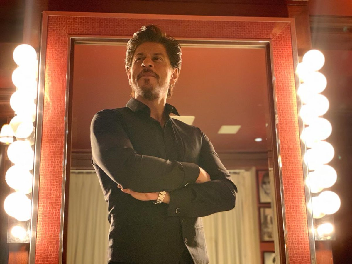 Fire, ZERO, Set, Mumbai, Film City, Katrina Kaif, Shah Rukh Khan, NewsMobile, Mobile, News, India
