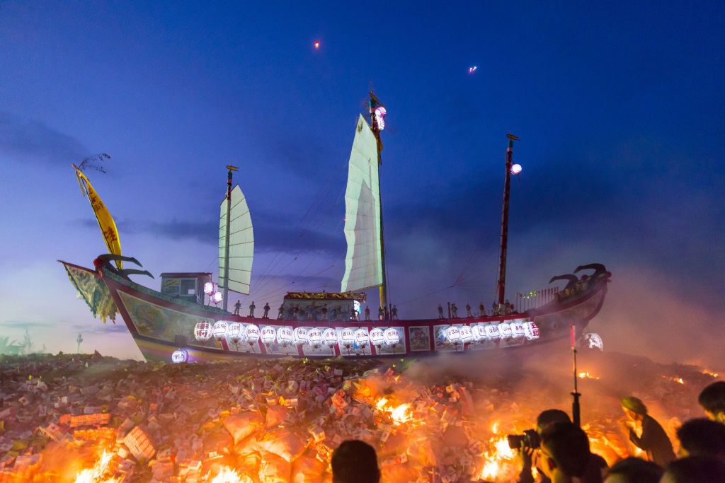 Taiwan, Donggang, Wang Yeh Boat Burning Festival, Traditions, NewsMobile, Global traveler, Lifestyle, travel and tourism