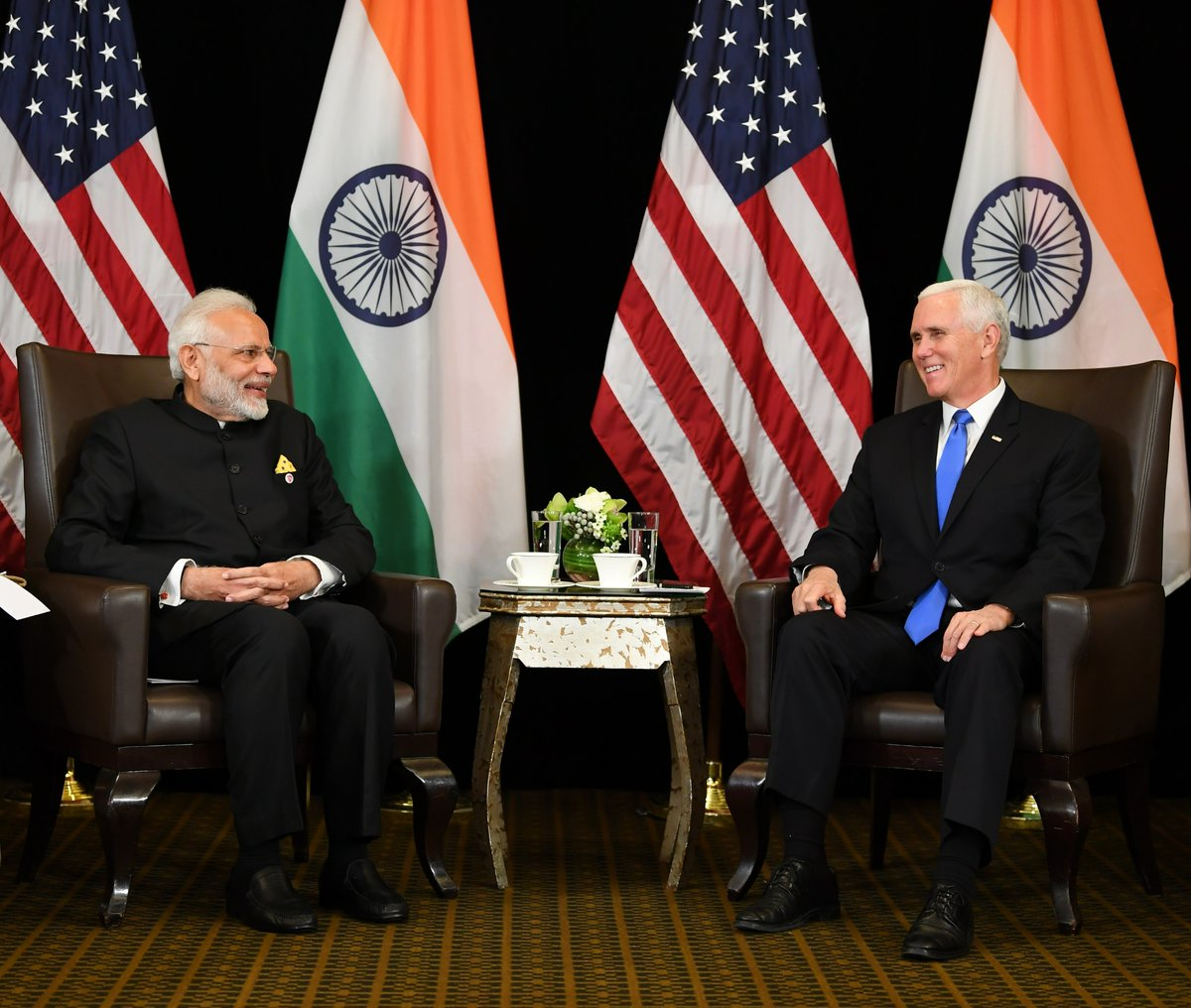 Singapore, PM Modi, US, Vice President, Mike Pence, discuss, bilateral, ties, Prime Minister, Narendra Modi, United States, India, NewsMobile, Mobile, News, World
