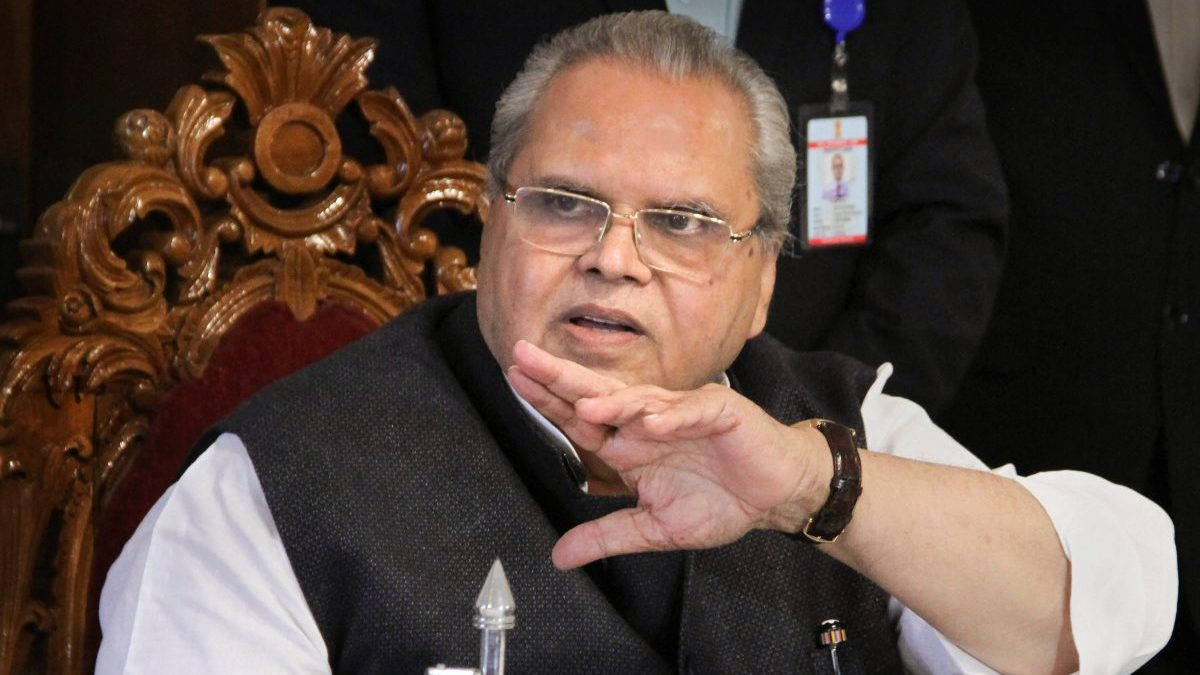 Jammu and Kashmir, Dissolve, Satya Pal Malik, Sajad Lone, India, Politics, Governor, NewsMobile, Mobile, News, India, Mehbooba Mufti, NC, PDP, Delhi