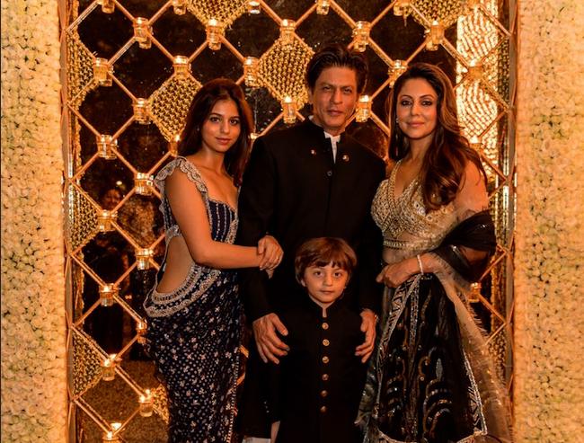Shah Rukh Khan, Entertainment, Diwali, Party, Stars, Karishma Kapoor, Vidhya Balan, Siddharth Roy Kapoor, Aditya Roy Kapoor, Karan Johar, Varun Dhawan, Bollywood