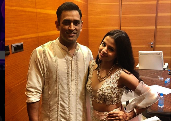 MS Dhoni, Sakshi Dhoni, TOgether, Robin Uthappa, Sports, Cricket, NewsMobile, Mobile, News India