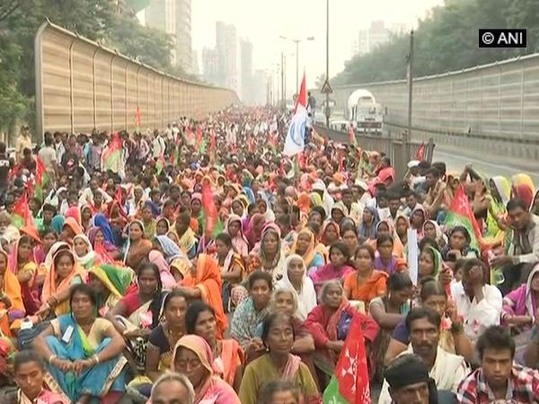Farmers protest in Azad Maidan, Dadar, demanding land ownership