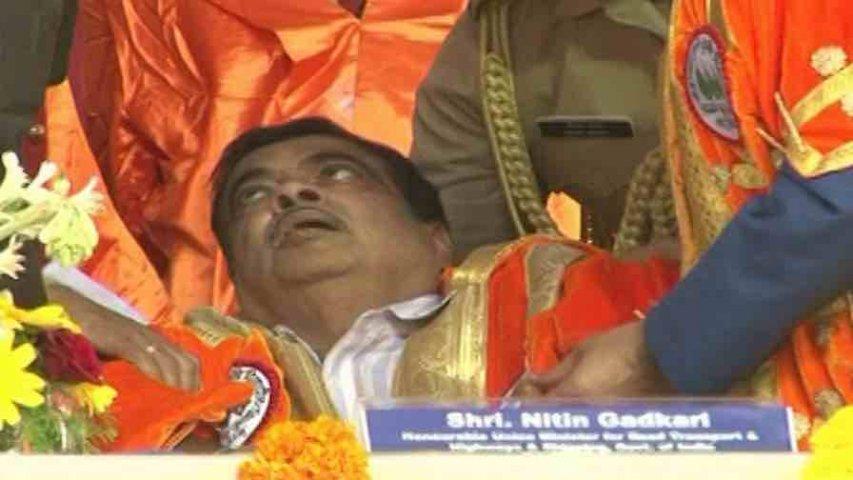 Nitin Gadkari, Union Minister, Faints, Ahmednagar, Maharashtra, News Mobile, News Mobile India