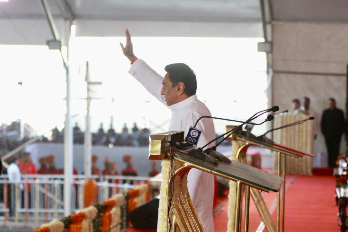 Kamal Nath, waives, loan, oath, Madhya Pradesh, Chief Minister, NewsMobile, Mobile, News, India